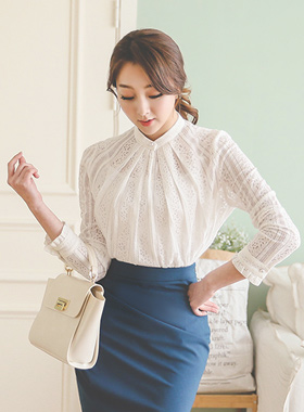 Luxury punching Neck Ruched Lace Blouse