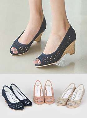 Punching Mash Wedge Sandals