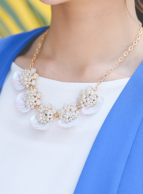 Cram colored mother-of-pearl Necklace