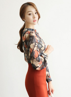 Eoteom leaf Ruched Neck Blouse