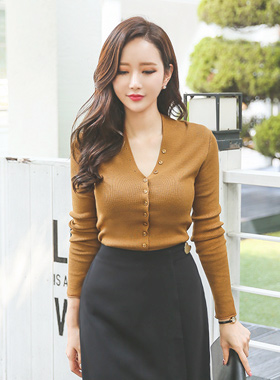 Line button Slim V-neck Knit