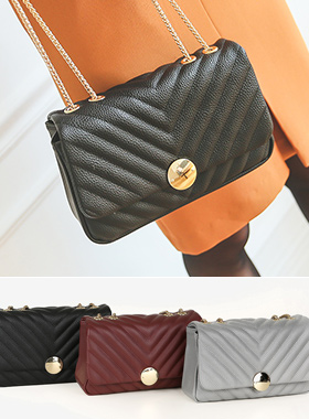 Gold rounding V quilted chain bag