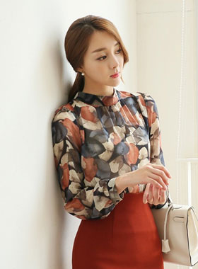 Winter leaf Ruched Neck Blouse