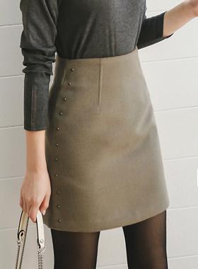 Stud lining wool skirt