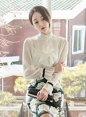See-through look piangse Ruffle Blouse