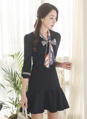Geo Tie ribbon Ruffled Dress