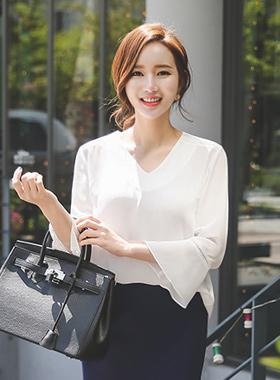 Natural Punching V-neck long blouse