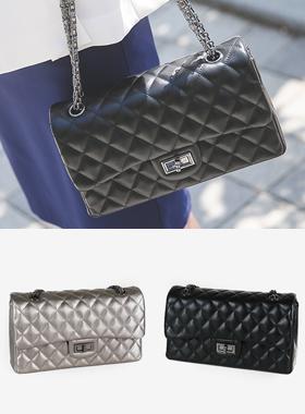 Classic Caviar Chain Shoulder Bag