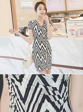 Zig Zag Cool Silky Shirring Wrap Dress