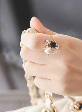Alluring pearl & cubic ring ring