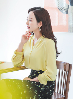 Pleats Cuffs V-neck Long blouse