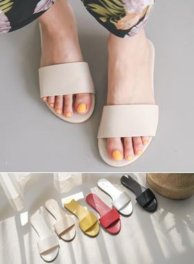 Circle Strap Flat Slippers