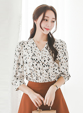 Animal V-neck Puff Blouse