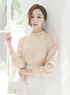 Romance Shoulder Shearing Highneck Blouse