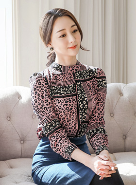 Touching Leopard Pinch Neck Blouse