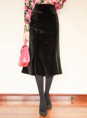 Velvet and admirable Skirt