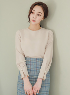 Shirring Pearl Sleeves Round Blouse(spring)