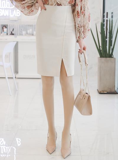 Simple Diagonal Center Front Vent Skirt(spring)