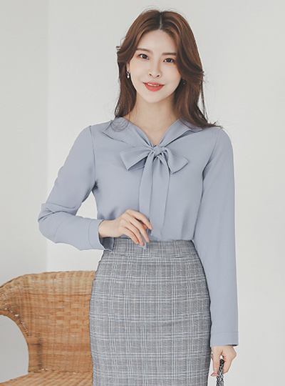 Lovely Ribbon-Tie Wing Collar Blouse