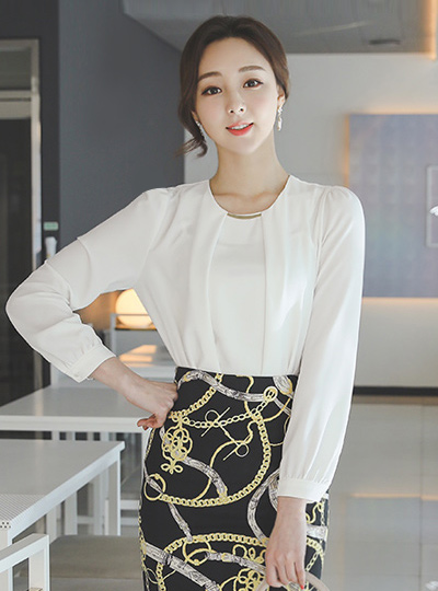 Classic Round Gold Bar Pintuck Blouse