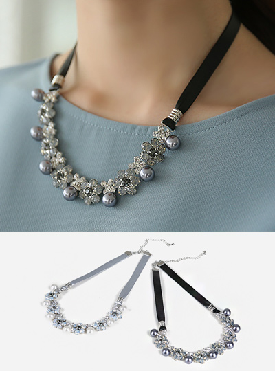 Mother-of-Pearl Flower line Necklace