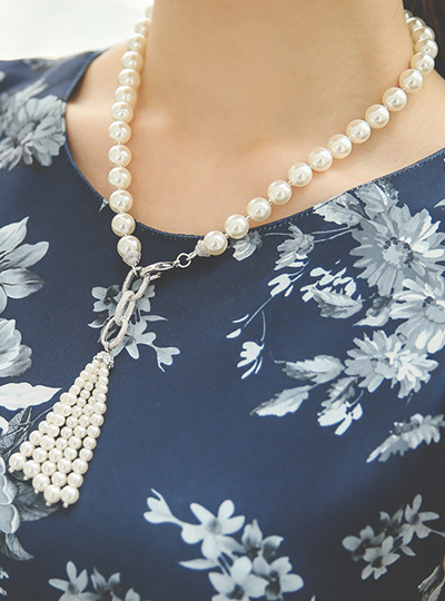 pearl tassels olive Necklace