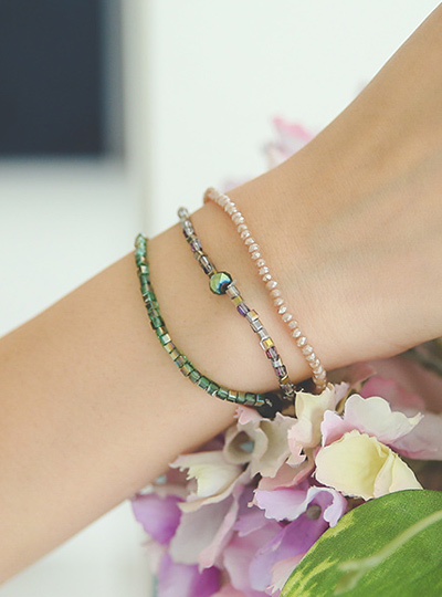 Color layering mother-of-pearl beads bracelet