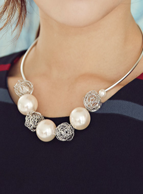 twisted pearl ball Necklace