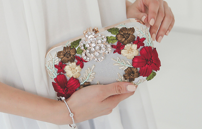 Flower decoration pearl Clutch
