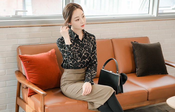 Modern color combination Snake Blouse