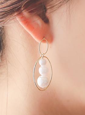 Pearl layered earring