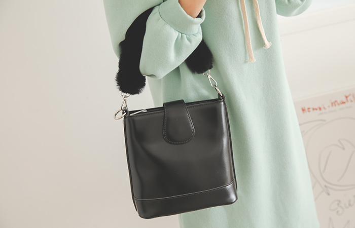 Soft Fur rounding shoulder bag