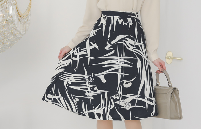 Drawing Pattern Colored Pintuck Flared Skirt