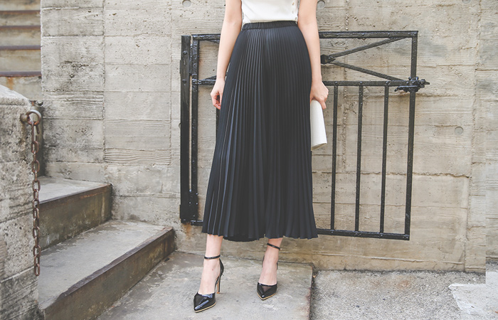 Pleats Wide Flare Pants
