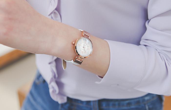 Pink Rose Simple Cowhide Clock