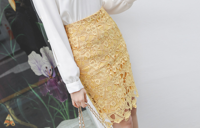 Blossom Chemical Lace H-line Skirt
