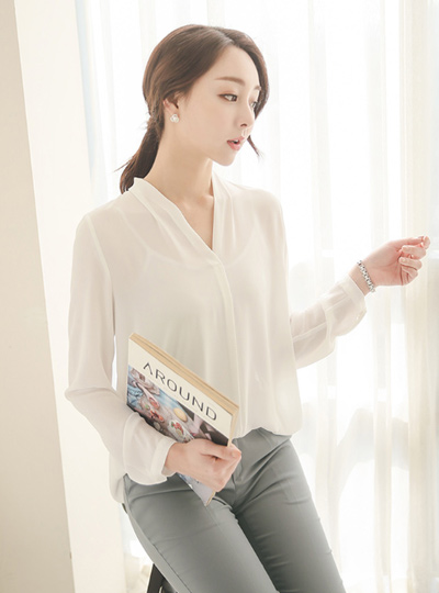 simple V-neck long blouse