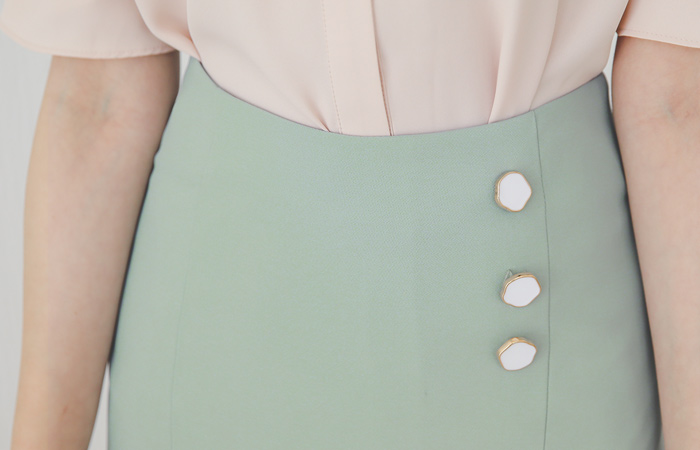 Triple Button Cutting Ruffle Skirt