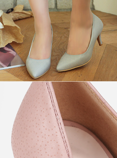 Punching lines pastel heel pumps