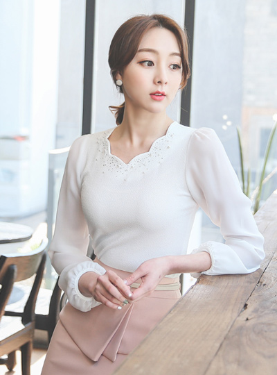 Twinkle cubic Wave Neck Blouse