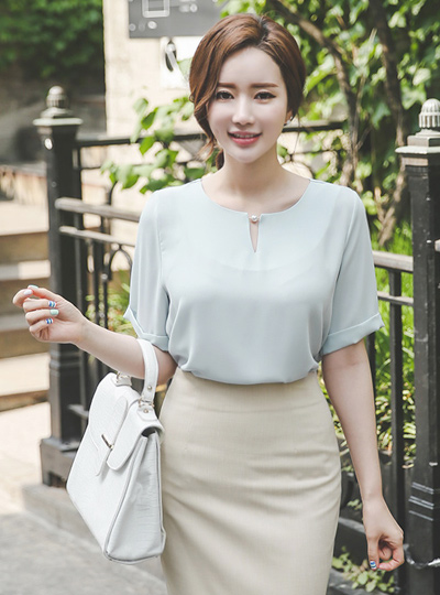 V £ pearl Round Blouse (short sleeves)