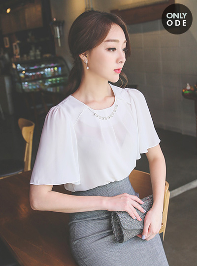 Necklace cubic Blouse (short-sleeved)