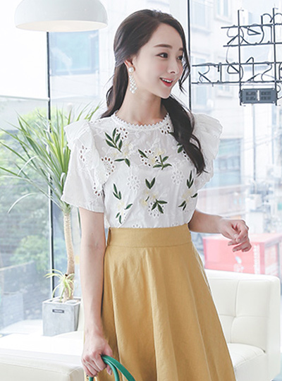 sweet embroidery islet Blouse