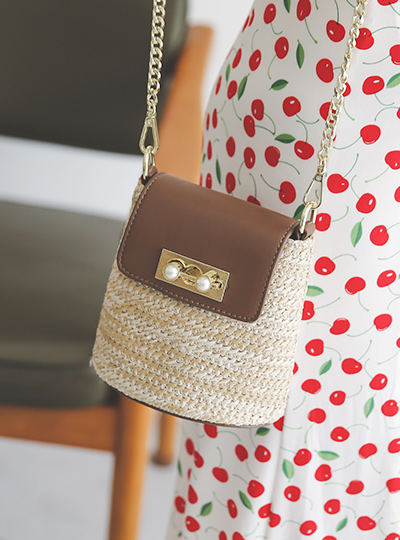 Mini Rattan Gold-Chain Cross Bag