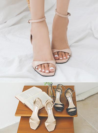 Enamel Ribbon Strap Middle Heels