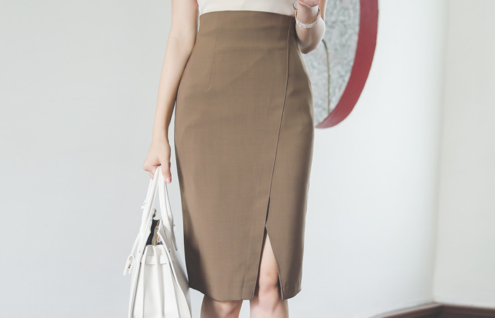 Stitch Diagonal Center Front Vent High Span Skirt