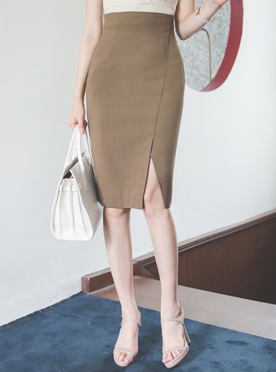 Stitch Diagonal Center Front Vent High Span Skirt