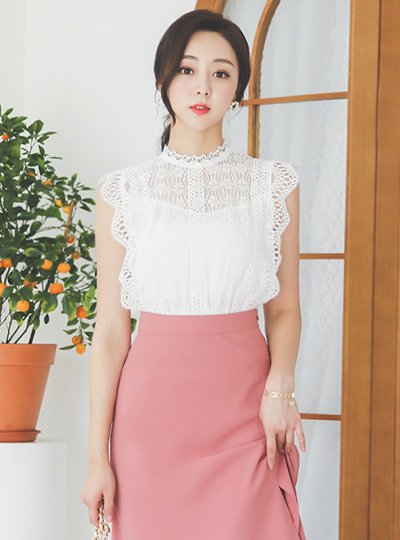 Lace Embroidery High-Neck Shine Banding Blouse