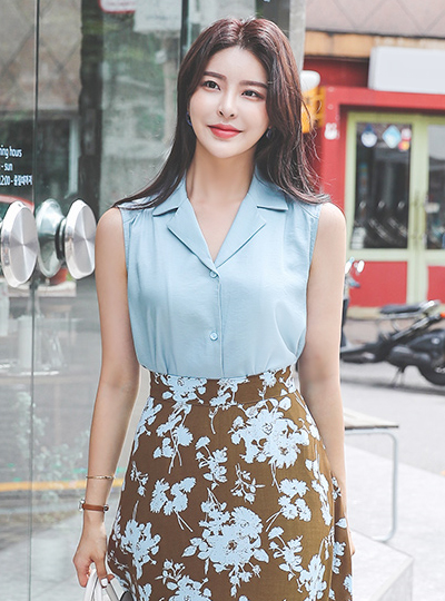 Open-Collar Sleeveless Cotton Blouse