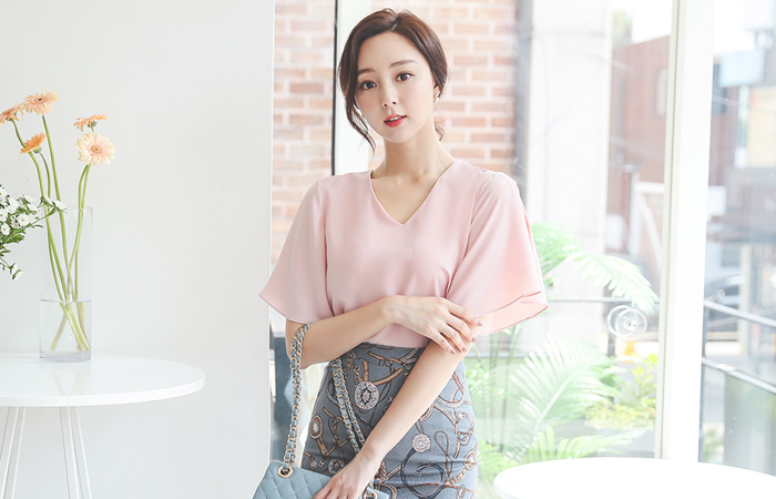 Lovely V-neck wing Sleeves Blouse